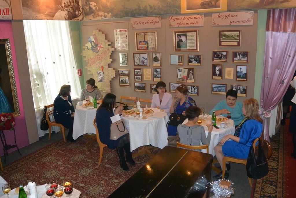 Кофе-брейк во время круглого стола, посвященного 25-летию Союза женщин России.